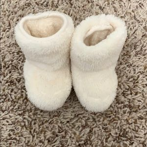 Baby gap super soft newborn booties